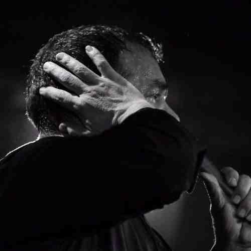 نسیم به پرچم می خوره از محمود کریمی دانلود نوحه نسیم به پرچم می خوره از محمود کریمی